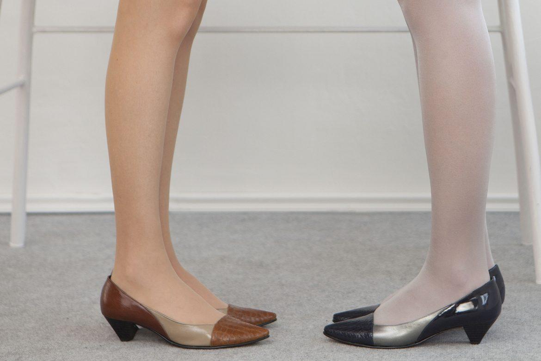 זוג נשים נועלות נעלי נשים ממותג שומייקר - נעלי נשים חומות ונעלי נשים שחורות