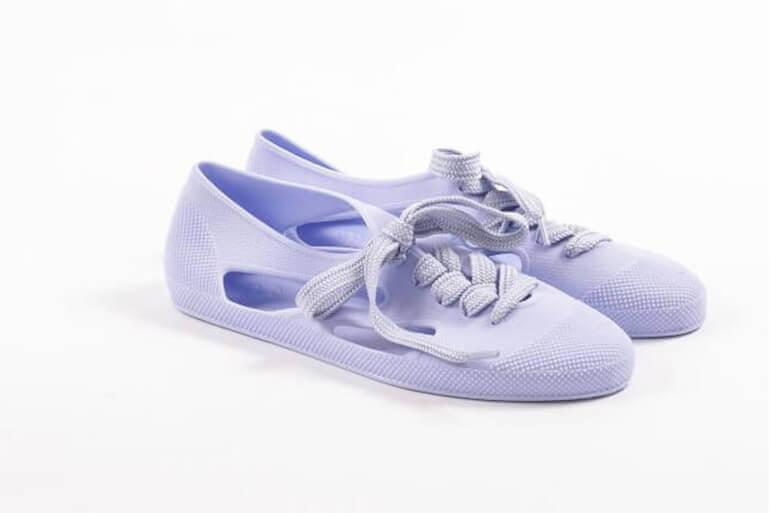 פנטון (Pantone) - נעליים סגלגלות עם שרוכים