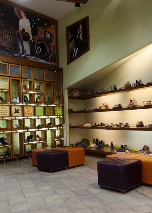 חנות הנעליים של שופרא הממוקמת ברויאל גארדן - אילת