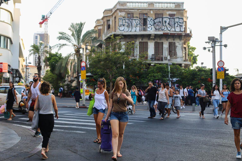 מחוץ לחנות שופרא בתל אביב