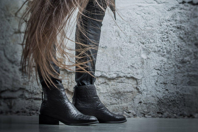 נעלי Puro - אישה בעמידה