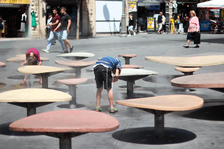 ילד מתרענן בירושלים, באיזור שלומציון