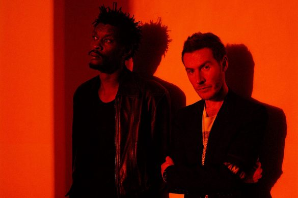 Massive Attack, Ghostpoet - Come Near Me