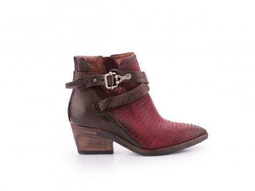 נעליים בורדו לנשים מעור ורצועות