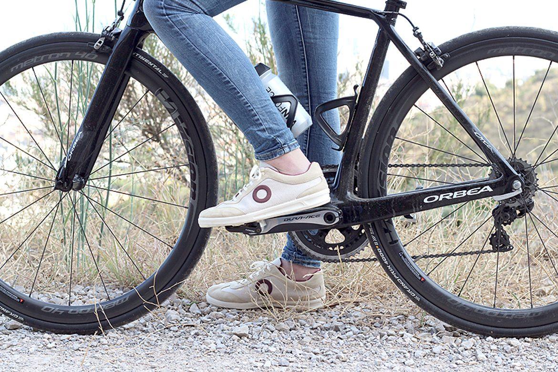 ארו - נעליים על אופניים